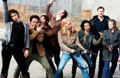 Elenco de The Walking Dead posa feliz para agradecer audiência da 3ª temporada