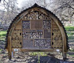 """Wild Bee Habitat - """"Hotel à Abeilles"""" - Jardin des Plantes - Paris"""
