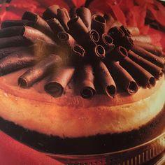 Irish Cream Cheesecake @keyingredient #cake #cheese #chocolate #cheesecake