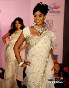 Gorgeous! Sakshi Tanwar!