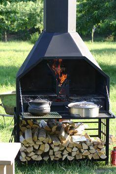Aan tafel! Het Potjie is al klaar! http://www.comforttrade.nl/shop/nl/outdoor-cooking/outdoor-cooking/braai--supreme-de-luxe-1200-fs/
