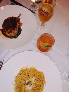 Cacio e Peppe + pork chop Restaurant History, Pork Chops, Spaghetti, Favorite Recipes, Meals, Ethnic Recipes, Food, Meal, Essen