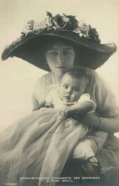Margaret of Connaught Crown Princess of Sweden and son Prince Bertil. Princess Margaret was a granddaughter of Queen Victoria and a princess of Great Britain. She married for love Crown Prince Gustaf Adolph of Sweden, with whom she had five ch Reine Victoria, Queen Victoria, Old Pictures, Old Photos, Vintage Photographs, Vintage Photos, Princesa Margaret, Swedish Royalty, Royals