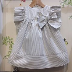 Girls Frock Design, Baby Dress Design, Baby Frocks Designs, Kids Frocks Design, Kids Dress Wear, Toddler Girl Dresses, Little Girl Fashion, Kids Fashion, Baby Girl Frocks