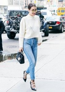 Celebrity Street Style Picture Description Bella Hadid wears a cropped white sweater, skinny jeans, lace-up heels, and round Street Style Outfits, Looks Street Style, Street Style Summer, Teen Vogue, Style Bella Hadid, Bella Hadid Outfits, Mode Chic, Mode Style, Looks Jeans
