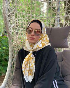 Modern Hijab Fashion, Muslim Fashion, Niqab, Ankara Long Gown Styles, Head Scarf Tying, Muslim Beauty, Head Scarf Styles, Beautiful Muslim Women, Turban Style