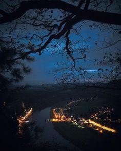 Night in the town #sonnenuntergang #wolken #clouds #sunset #sundown #nacht #nachtfotografie #nights #nightphotography