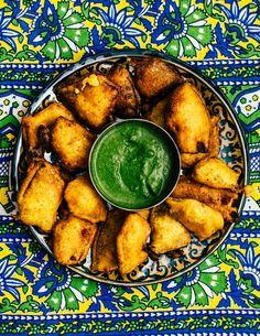 Cilantro Chutney, Green Chutney, Pakora Recipes, Chaat Masala, Indian Food Recipes, Ethnic Recipes, Tea Time Snacks, Fritters, Spicy
