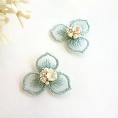 Hand Embroidery Art, Embroidery Motifs, Embroidery Patterns Free, Embroidery Jewelry, Beaded Embroidery, Creative Embroidery, Embroidery Designs, Hand Work Design, Tambour Beading