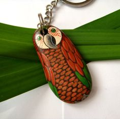 Red and green parrot keychain by Fantasiedipietra on Etsy