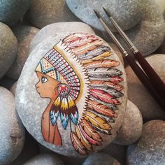 Painted rocks give one of a kind accents to innovative nursery plans. Enormous and little painted rocks are reasonable open … Rock Painting Patterns, Rock Painting Ideas Easy, Rock Painting Designs, Paint Designs, Art Patterns, Pebble Painting, Pebble Art, Stone Painting, Garden Painting