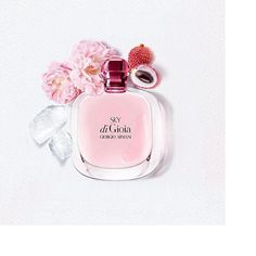 THE JOY OF SPRING The new SKY DI GIOIA fragrance captures the delicate freshness of a rosebud and blends it with juicy lychee, crisp green pear and the velvety luxury of peony with a splash of white musk and accents of blackberry.