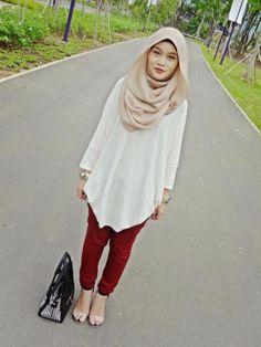 Elegant tunic with hijab look and tights style - Fashion Hijab Chic, Islamic Fashion, Muslim Fashion, Modest Fashion, Fashion Fashion, Fashion Ideas, Fashion Black, Korean Fashion, Fashion Dresses
