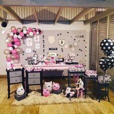 Delicadas decorações de festa tema Gatinhos (Cats Party). Tema que pode ser usado para menina ou para menino, adultos ou crianças. Minnie Mouse Birthday Theme, Cat Birthday, Kitten Party, Cat Party, Kitty Party Themes, Fete Emma, 9th Birthday Parties, Ballerina Party, Puppy Party