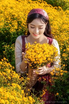Beautiful Asian Girls, Beautiful Images, Beautiful Flowers, Ao Dai, All Things Purple, Illusions, Vietnam, Lady, Cute