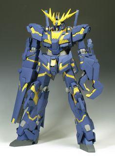 This gundam paper model is Destroy Mode Unicorn Gundam 02 Banshee (aka Banshee) is a mobile suit that appears in Mobile Suit Gundam Unicorn, the paper Gundam Papercraft, Paper Toys, Paper Crafts, Free Paper Models, Unicorn Gundam, Paper Magic, Diy Cardboard, Mobile Suit, Robots