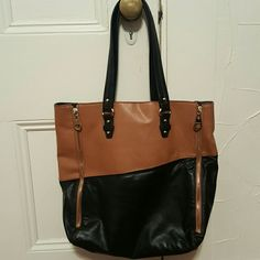 Nine West Bag Color Block Nine West bag, Leather, used only a few times, like new. One side has gold zippers as seen in picture. Great bag that goes with everything! Nine West Bags Shoulder Bags