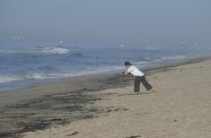 Major oil spill off Southern California fouls beaches