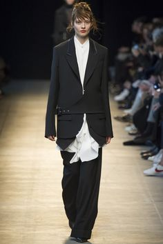 Costume National Fall 2016 Ready-to-Wear Collection Photos - Vogue...slouchy and fabulous...