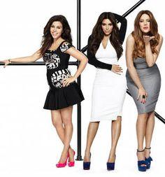 Kourtney, Kim, and Khloe Kardashian in Keeping Up With the Kardashians Season 7