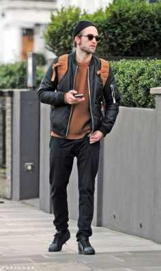 Robert Pattinson and FKA Twigs Walking in London | POPSUGAR Celebrity