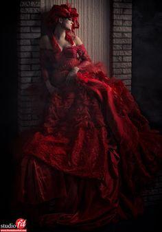 Photography: Frank Doorhof Model: Nadine Stephan