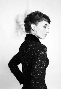 Portrait of Audrey Hepburn, (via) Old Hollywood, Viejo Hollywood, Golden Age Of Hollywood, Classic Hollywood, Audrey Hepburn Outfit, Audrey Hepburn Mode, Aubrey Hepburn, Brigitte Bardot, Marlene Dietrich