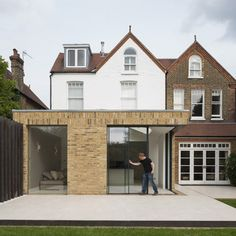 This London house extension by Tigg Coll Architects features sliding glass doors that retract into the brick walls to open the space up to the garden Extension Veranda, Brick Extension, Building Extension, Architecture Design, Facade Design, Rendered Houses, Terrasse Design, Architects London, Brick Facade