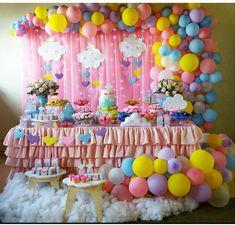 Sonho de festa chuva de amor por @donacombocinha #inspiracao #chuvadeamor #decoration#festachuvadeamor#celebrandoavida #eventplanner #festainfantiloficial #festainfantil #birtydayplanner #birtydayparty #cakeinspiration #cakedesign #cake