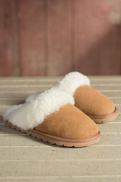 Women's Overland Stacy Sheepskin Slippers omg these look so soft and comfy Size 9 Sheepskin Slippers, Sheepskin Boots, Ugg Style Boots, Ugg Boots, Shearling Boots, Leather Boots, Doc Martens Boots, Vegan Boots, Cozy Socks