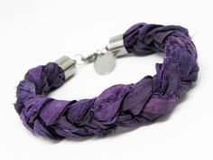 A bracelet made of silk sari mm) and stainless steel. Adjustable to the wrist. Color Of The Year, Sari, Ultra Violet, Bracelet Making, Pantone, Etsy, Trending Outfits, Unique Jewelry, Vintage