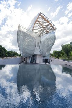 Fondation Louis Vuitton, Paris, Gehry Partners | You'll come across interesting sculptures and exquisite architecture. | www.bocadolobo.com/ #modernbuildings #contemporayarchitecture