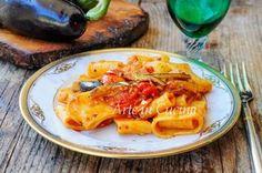 Calamarata con melanzane a filetto ricetta veloce e facile perfetta sia a pranzo che cena, primo piatto gustoso con le melanzane da preparare in poco tempo, ricetta saporita con le melanzane. Calamara