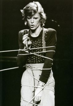 David Bowie - The Diamond Dogs Tour - 1974 Angela Bowie, Dorian Gray, Duncan Jones, David Bowie Diamond Dogs, David Bowie Pictures, Moonage Daydream, Bizarre Pictures, The Thin White Duke, Pretty Star