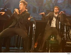 """Seth Rogen performs """"Everybody (Backstreet's Back) with BSB"""