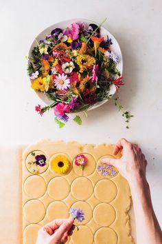 Vegan Popcorn, Dandelion Jelly, Dandelion Recipes, Flower Cookies, Cookie Bouquet, Flower Food, Edible Flowers, How To Make Cookies, Oreos