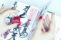 essie | maki me happy | nails | playing koi kollektion | essieliebe | japan | goshuin | lackschwarz