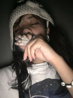 I want Smoke and Smoke Aesthetic Women, Bad Girl Aesthetic, Aesthetic Grunge, Tmblr Girl, Cigarette Aesthetic, Teenage Dirtbag, Emo Girls, Grunge Girl, Girl Smoking