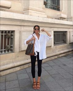 Spring / Summer Casual Date / City-Walk Outfit 2019 Mode Outfits, Trendy Outfits, Fashion Outfits, Outfits With White Shirts, Long White Shirt Outfit, Oversized Shirt Outfit, Blue Jean Outfits, Mode Style, Style Me