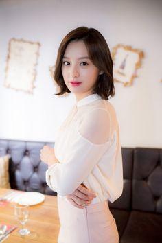 김지원(金智媛 Kim Ji-won) Kim Ji Won - Interview for 'Descendants of the Sun' (2016)