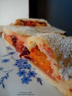 Prajitura cu anason Sandwiches, Cheesecake, Desserts, Food, Cheesecake Cake, Tailgate Desserts, Deserts, Cheesecakes, Essen