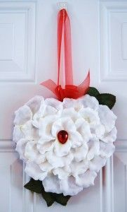 Tutorial for recycling that candy-box lid into a wreath! {from CraftTestDummies.com}