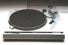 Technics SL-B1. Belt drive, manual turntable.