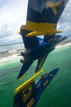 """The U.S. Navy flight demonstration squadron, the Blue Angels, perform the, """"diamond 360"""" maneuver during a practice flight demonstration over Pensacola Beach ♥"""