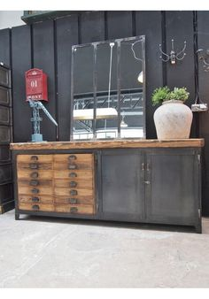 meuble buffet bois de palette au style industriel fish tanks buffet and industrial furniture. Black Bedroom Furniture Sets. Home Design Ideas