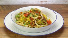 Ricetta Tagliatelle con pomodorini e calamari: Le tagliatelle con pomodorini e calamari sono un primo piatto di mare che richiama il caldo estivo e la voglia di mare. Un piatto non complicatissimo, provate