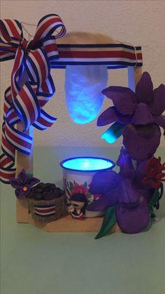 Farol costarricense. 15 de Septiembre Costa Rica, Hessian Crafts, Hispanic Heritage Month, School Projects, Ideas Para, Planter Pots, Recycling, Xmas, Creative