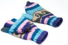 剛剛逛 Pinkoi,看到這個推薦給你:情人節禮物 限量一件手織純羊毛針織手套 / 可拆卸手套 / 內刷毛手套 / 保暖手套 - 藍色系民族圖騰 - https://www.pinkoi.com/product/1ZKys0sa