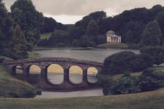 Stourhead Park, Wiltshire, England - this looks like a scene right out of 'pride and prejudice' Sight & Sound, Pride And Prejudice, Travel And Leisure, Oh The Places You'll Go, Far Away, To Go, Around The Worlds, Explore, Park