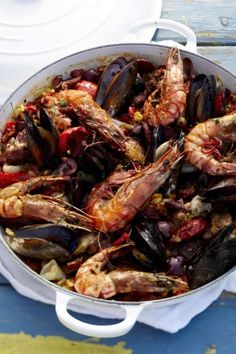 Spanish Paella recipe with NOMU Chicken Fond Fish Recipes, Seafood Recipes, Cooking Recipes, Recipies, Spanish Cuisine, Spanish Tapas, Spanish Paella Recipe, South African Recipes, Ethnic Recipes